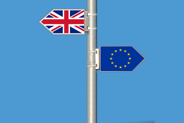 Brexit (flags of the UK and the EU in opposing directions)